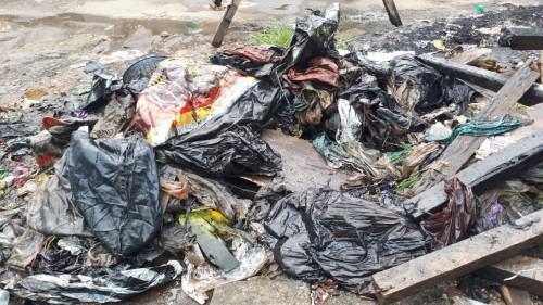 Lagi, tumpukan sampah plastik ditemukan di saluran aii dan sebabkan genangan air serta banjir (Istimewa)