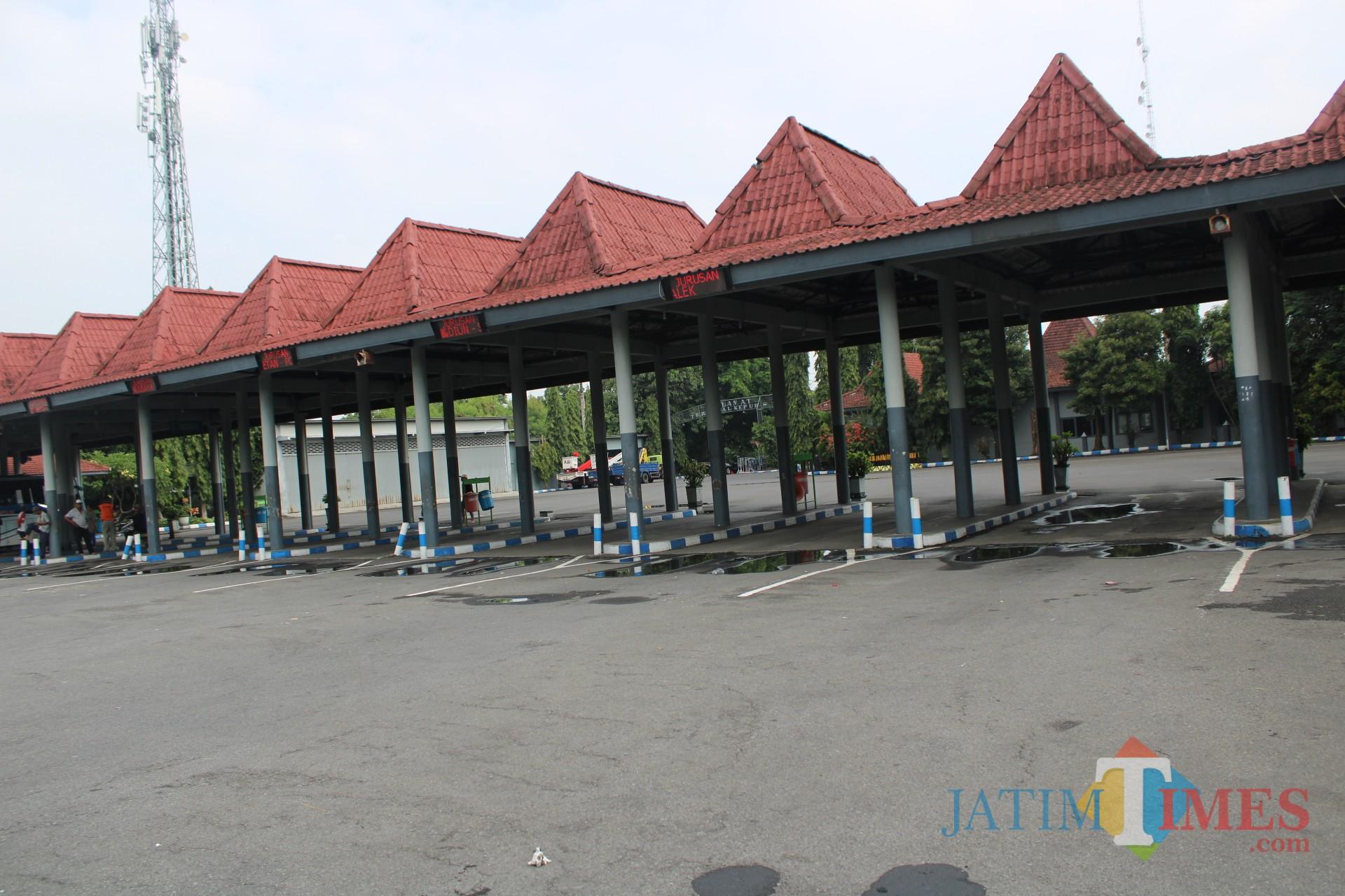 Kondisi terminal kepuhsari jombang tampak sepi bus. (Foto : Adi Rosul / JombangTIMES)