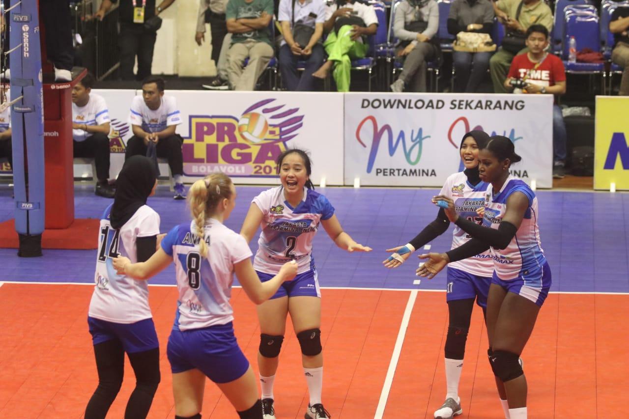 Tim putri Jakarta Pertamina Energi saat merayakan kemenangan (istimewa)