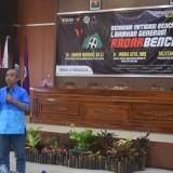 Dr. Amien Widodo M. Si. Ketua Pusat Studi Kebumian Iklim ITS saat memberikan materi diskusi di Aula FIS UM