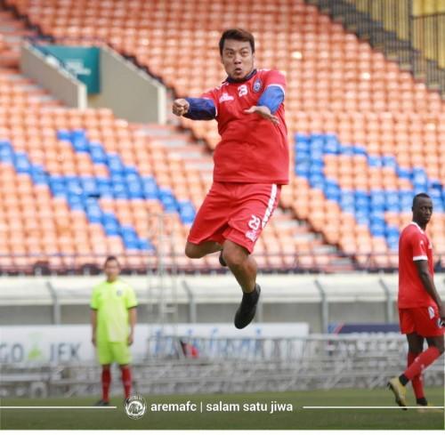 Hamka Hamzah saat menjalani official training di Stadion Si Jalak Harupat (official Arema FC)