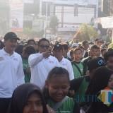 Kapolresta bersama Sekda mengikuti jalan santai bersama masyarakat. (eko Arif s /JatimTimes)