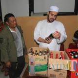 Habib Hadi Zainal Abidin, melihat miras hasil razia Satpol PP (Agus Salam/Jatim TIMES)