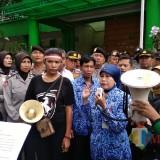 Kepala Dinas Pendidikan Kota Malang Zubaidah dalam aksi. (Foto: Imarorul Izzah/MalangTIMES)