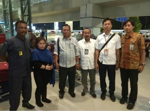 Tim dari Disnaker Kota Malang saat menjemput Diah Anggraeni, TKW yang sempat tertahan di Jordania. (Foto: Istimewa)