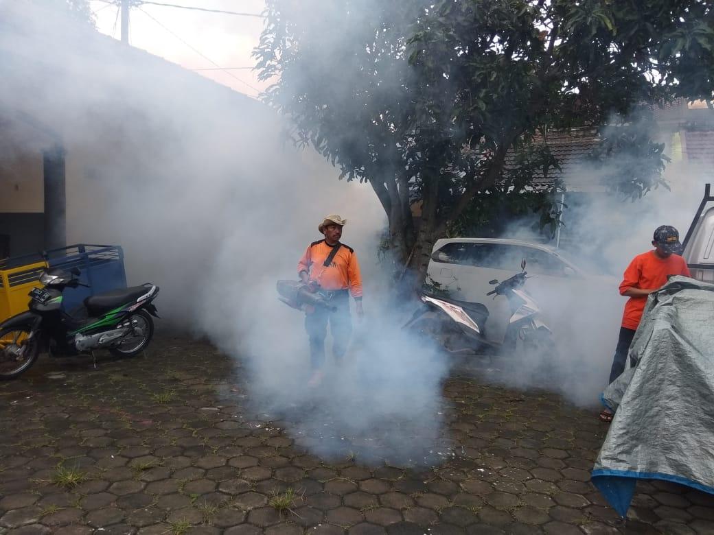 Fogging di salah satu wilayah di Kota Malang (Istimewa).