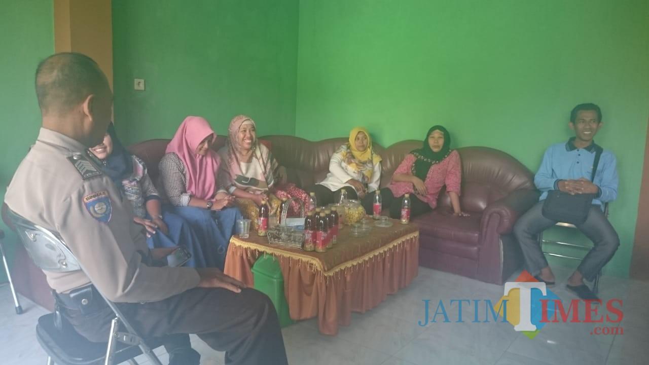 Para koordinator PKH di pertemukan dengan Pendamping PKH untuk klarifikasi di Balaidesa Betak / Foto : Istimewa / Tulungagung TIMES