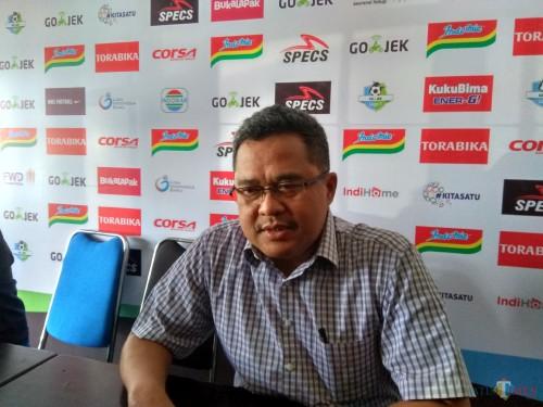 Ketua Panpel Arema FC, Abdul Haris (Hendra Saputra)