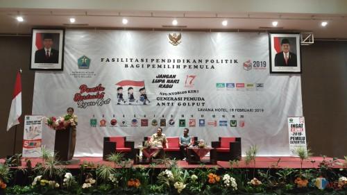 Fasilitasi pendidikan politik bagi pemilih pemula yang digelar Badan Kesatuan Bangsa dan Politik (Bakesbangpol) Kota Malang di Hotel Savana, Selasa (19/2/2019) (Pipit Anggraeni/MalangTIMES).