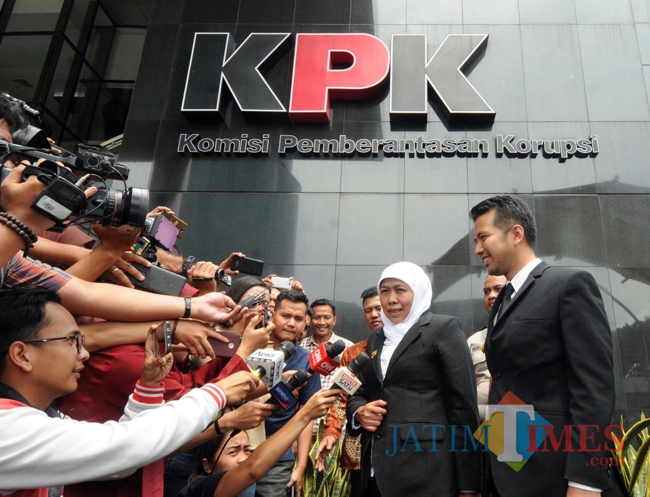 Gubernur Jatim Khofifah Indar Parawansa saat mengunjungi gedung KPK