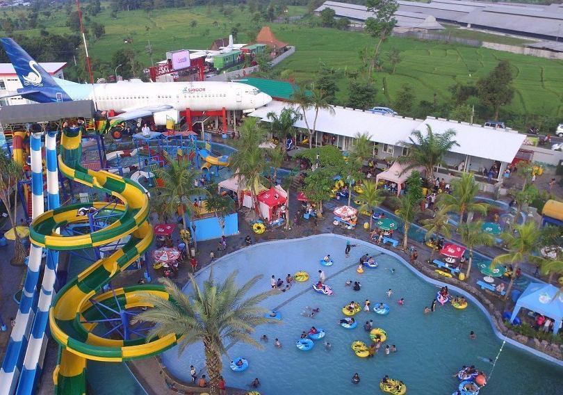 Kawasan industri wisata yang berdiri di lahan hijau di Kecamatan Purwosari.