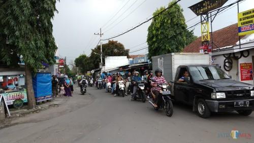 Kemacetan di kawasan perlimaan Tunggulwulung. (Pipit Anggraeni/MalangTIMES).