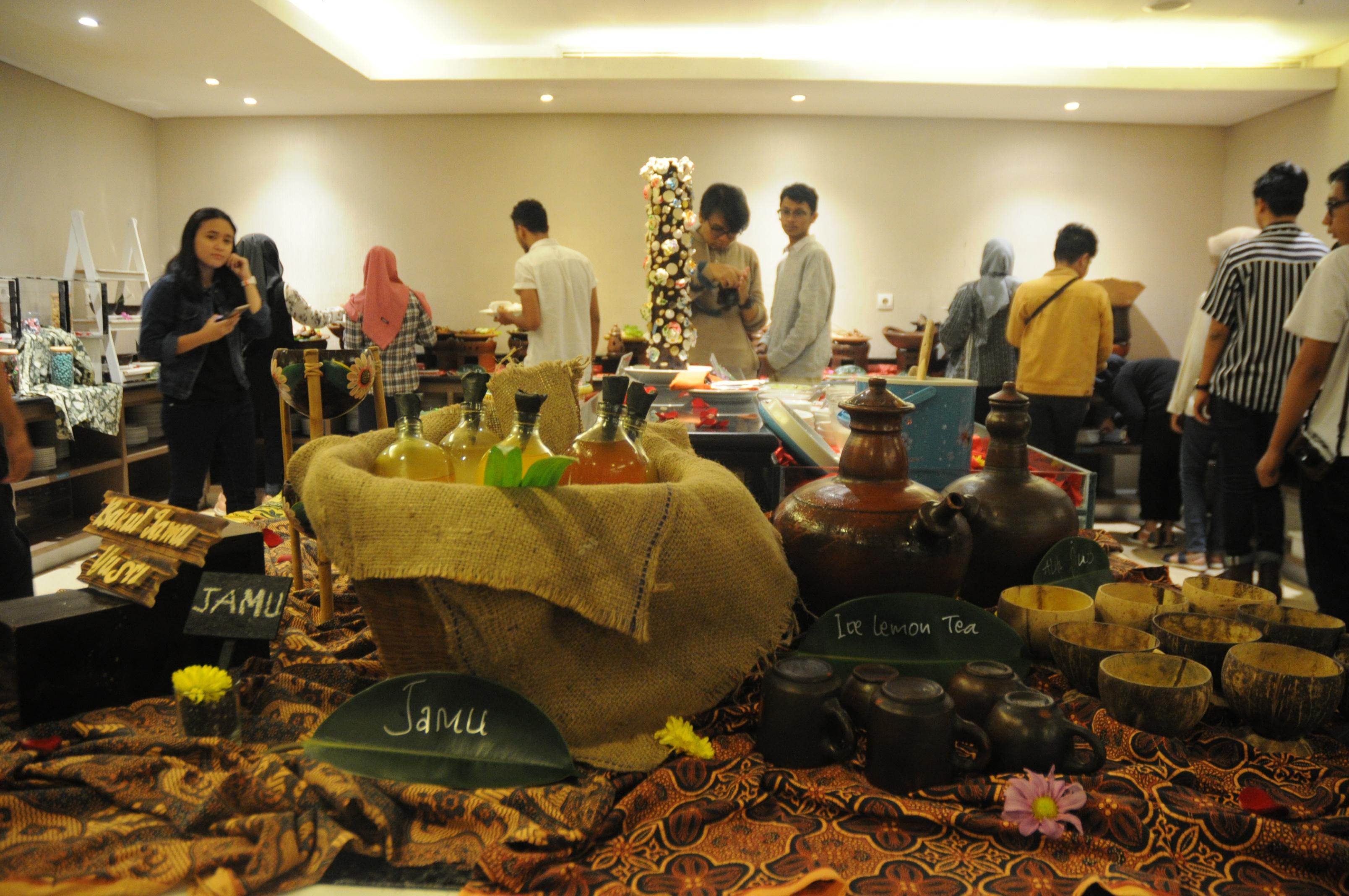 Kampoeng Dhaharan di Pandanwangi Restaurant The 101 Hotel Malang OJ