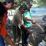 Aksi bersih pantai yang digelar di Pantai Jolosutro.(Foto : Team BlitarTIMES)