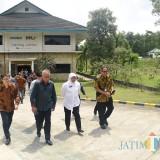 Gubernur Khofifah usai mengunjungi Kantor PT. Prasadha Pamunah Limbah Industri (PPLI) di Desa Nambo, Bogor, Jumat (22/2).