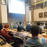Menteri Lingkungan Hidup dan Kehutanan Siti Nurbaya Bakar saat berbicara dalam kuliah tamu (Foto: Imarotul Izzah/MalangTIMES)