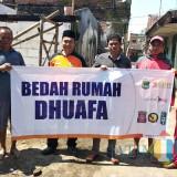 Bedah rumah Samdani, warga Dusun Wagir  Desa Parangargo Kec Wagir Kabupaten Malang,  Jumat (22/2).