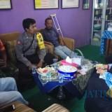 KPS yang diwakili tiga pilar dan ketua Karang Taruna mengantar Salim melunasi tunggakan biaya sekolah anaknya