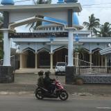Halaman masjid Nurul Yaqin, lokasi pencurian sepeda motor, Kecamatan Kepanjen (Foto : Ashaq Lupito / MalangTIMES)