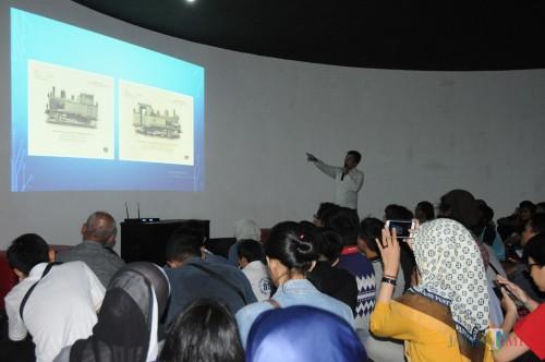 Tjahjana Indra Kusuma pemerhati Kereta Api di Indonesia dan Mancanegara saat memberikan penjelasan tentang kereta api