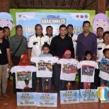 Walikota Kediri bersama para anak peserta lomba anak Sholeh. (eko Arif s /JatimTimes)