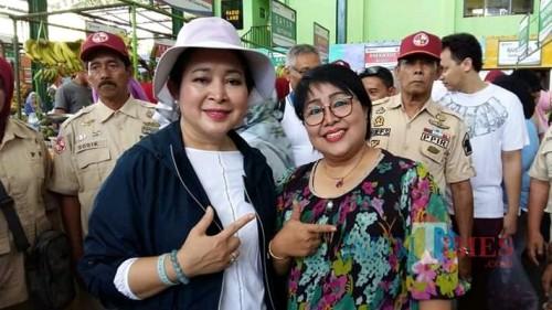 Foto ASN Kota Malang atas nama Endang Sri Sundari (berkaca mata) bersama Titiek Soeharto yang dinilai melanggar aturan netralitas ASN. (Foto: Istimewa)
