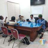 Panitia PTSL Desa Pojok Lakukan Klarifikasi ke BPN terkait adanya pengajuan yang tidak terbit sertifikat / Foto : Anang Basso / Tulungagung TIMES