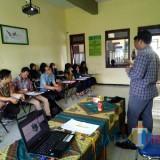 Pelatihan jurnalistik yang digelar LPM Freedom Unisba Blitar.