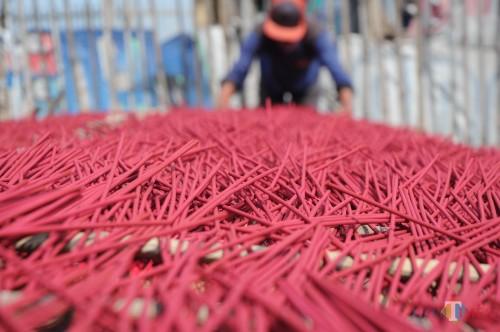 proses penjemuran dupa sebelum di kemas (foto - foto Luqmanul Hakim)