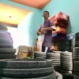 Produk cobek batu menjadi salah satu hasil produksi Mursid di Dusun Rejoso�Desa Junrejo Kecamatan Junrejo. (Foto: Irsya Richa/MalangTIMES)