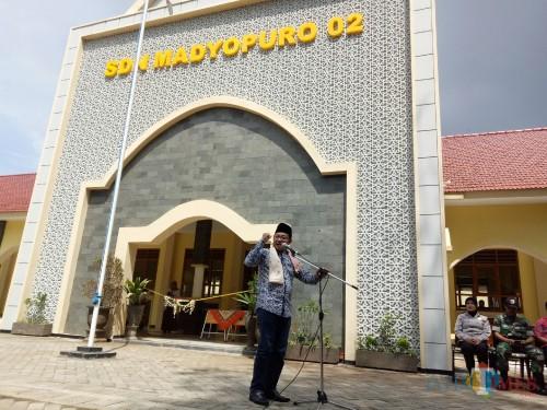 Wali Kota Malang Sutiaji saat memberi sambutan di SDN Madyopuro 2. (Foto: Imarotul Izzah/MalangTIMES)