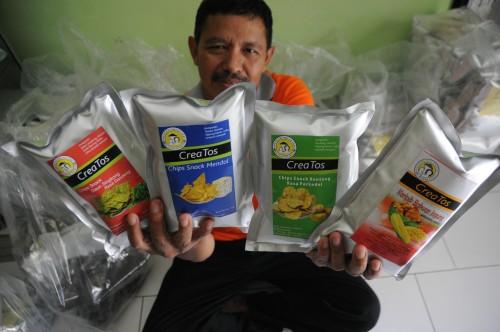 4 varian (keripik daun singkong rasa dendeng,  keripik mendol rasa pedas, keripik bakwan jagung rasa pedas manis dan keripik bergedel rasa pedas) keripik sayur yang paling sering diminati pembeli