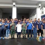 Foto bersama antara Panglima TNI, Walikota Malang, CEO Arema FC dan seluruh pemain Singo Edan di Balai Kota Malang (Hendra Saputra)