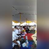 Suasana Upacara Melasti umat Hindu Banyuwangi Kota dan Ketapang di Pantai Boom Banyuwangi