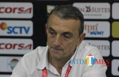 Pelatih Kepala Arema FC Milomir Seslija (Hendra Saputra)