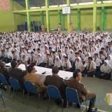 Ribuan siswa SMP 7 Jember antusias mendengar penyuluhan hukum dari Kejari Jember (foto : istimewa / JatimTIMES)