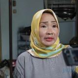 Arumini (52), warga Desa Tunggorono, Kecamatan Jombang saat diwawancarai mengenai adanya dugaan pemerasan oleh orang yang mengaku sebagai anggota Satreskoba Polres Jombang. (Foto : Adi Rosul / JombangTIMES)