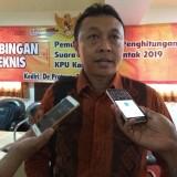 Hamdan Arifyana selaku anggota Komisioner dari divisi teknis penyelenggaraan saat memberikan keterangan pada awak media. (eko Arif s /JatimTimes)
