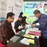 Petugas saat melayani ASN yang melaporkan SPT di Pendopo, Balai Kota Among Tani, Selasa (5/3/2019). (Foto: Irsya Richa/MalangTIMES)