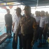 Kapolres Banyuwangi AKBP Taufi HZ bersama Forpimda meninjau kapal  di pelabuhan Ketapang