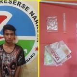 NK, warga Desa Miagan, Kecamatan Mojoagung, Kabupaten Jombang, saat diamankan anggota Satreskoba Polres Jombang. (istimewa)