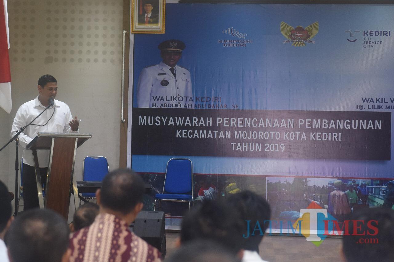 Wali Kota Kediri Abdullah Abu Bakar saat memberikan sambutan. (eko Arif s /JatimTimes)