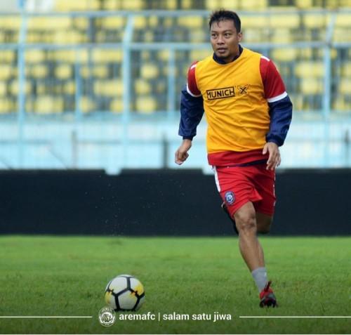 Hamka Hamzah ketika menjalani latihan di Stadion Kanjuruhan. (official Arema FC)