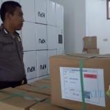 Surat suara Pilpres dan DPD tiba di KPU Kota Blitar.(Foto : Team BlitarTIMES)