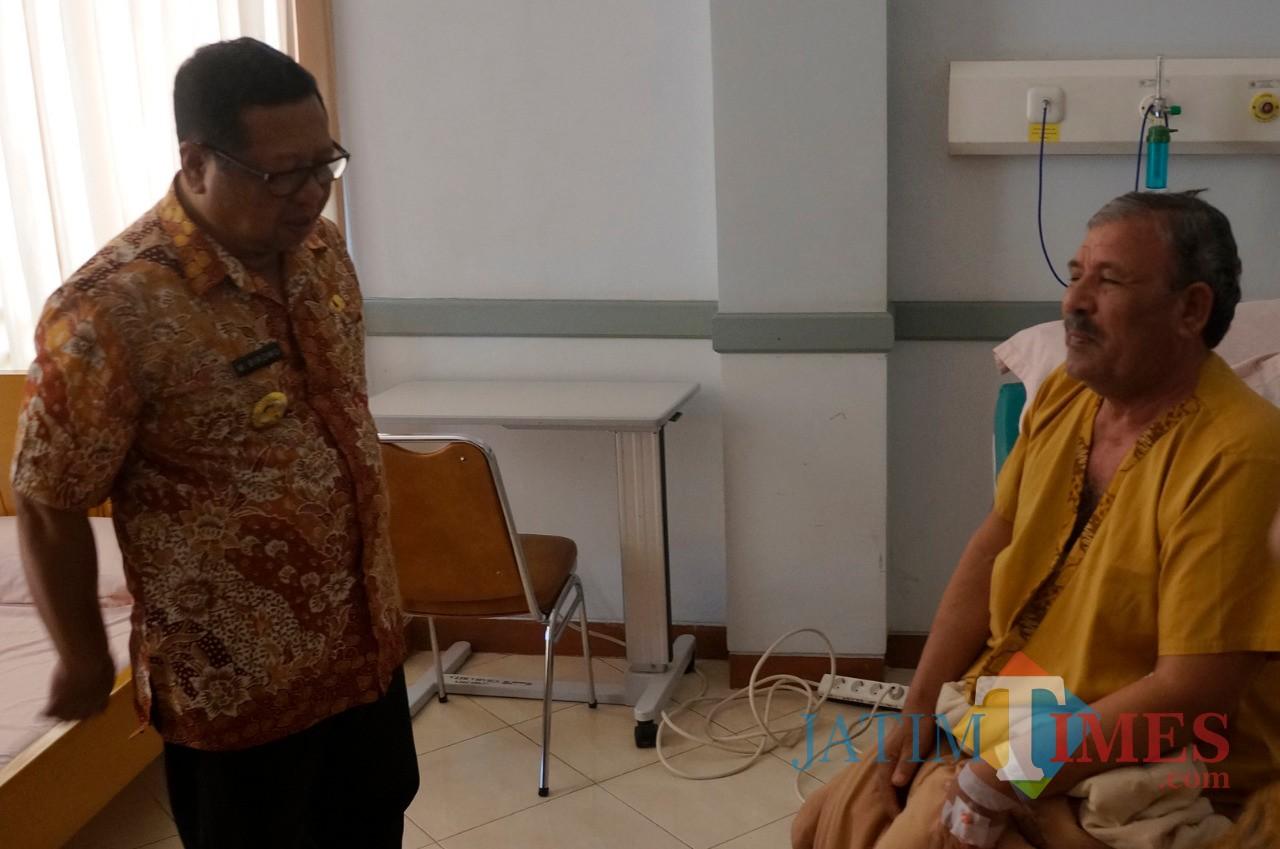 Dubes Irak untuk Indonesia,  Abdullah Hasan Salih saat dirawat di RSUD dr.  Iskak (foto: Istimewa)