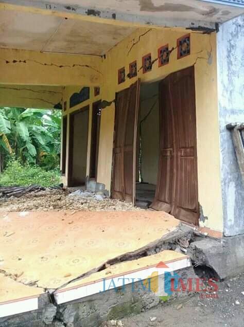 Salah satu rumah korban Tanah Gerak Di Tanen Rejotangan / Foto : Febri / Tulungagung TIMES