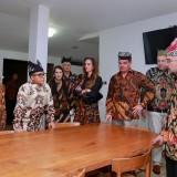 Bupati Banyuwangi berdiskusi dengan pihak INKA dan perwakilan perusahaan asal Swiss