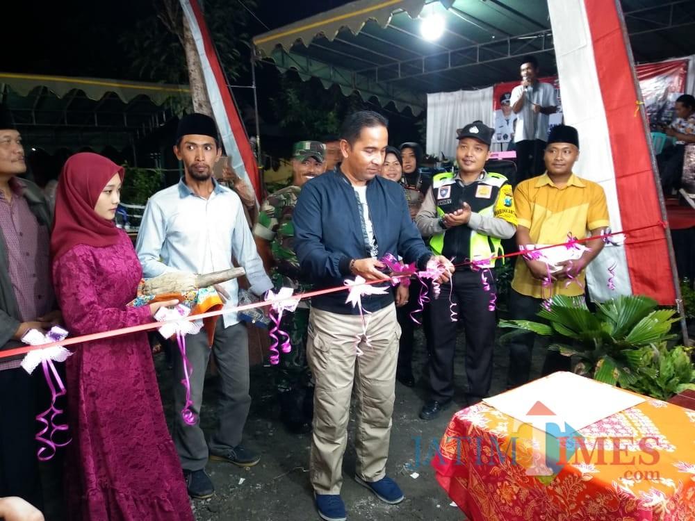 Kapolres Blitar AKBP Anisullah M Ridha meresmikan Pos Kamling di Dusun Ringinanom, Desa Sumberjati.(Foto : Team BlitarTIMES)