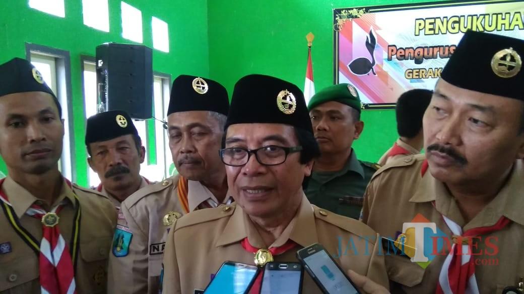 Wakil Bupati Jember Drs. KH. Abdul Muqit Arief saat diwawancarai usai mengukuhkan Pengurus Kwarran Balung (foto : Moh. Ali Makrus / JatimTIMES)