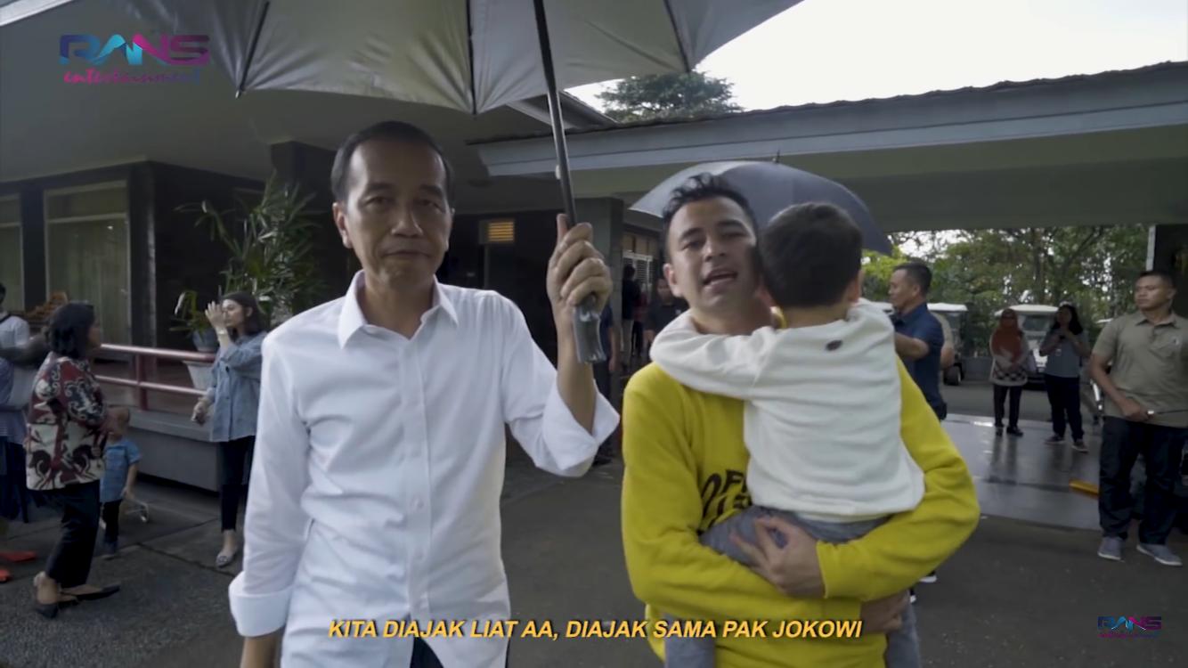 Presiden RI Jokowi saat memayungi Raffi Ahmad di Istana Bogor. (Foto: Rans Entertainment)